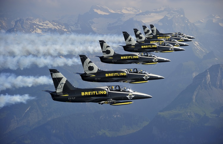 VOL EN FORMATION SERREE AVEC LA PATROUILLE BREITLING JET TEAM SUR L'AVION L 39C ALBATROS. © Photo Alain ERNOULT-ERNOULT.COM *** Local Caption *** CLOSE FORMATION FLIGHT WITH THE PATROUILLE BREITLING JET TEAM AIRCRAFT L 39C ALBATROS .